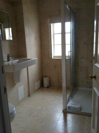 Warner Leisure Hotels Bodelwyddan Castle Historic Hotel : Bathroom