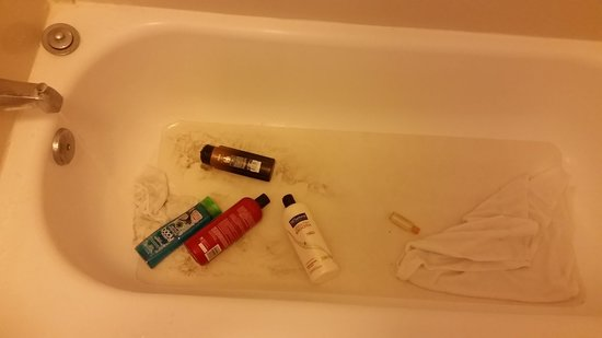 La Quinta Inn Corpus Christi North: bathtub leaking and all my stuff got knocked in the tub