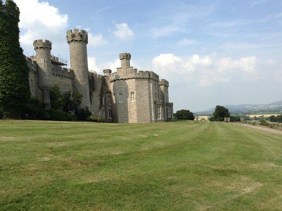 Warner Leisure Hotels Bodelwyddan Castle Historic Hotel: Castle view