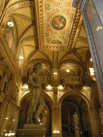 Staatsoper: ウィーン国立歌劇場内部