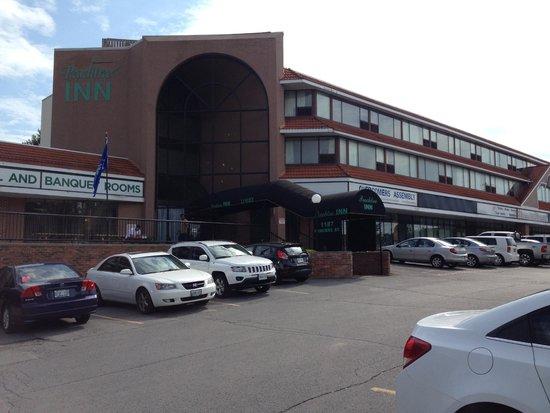 Thriftlodge Kingston : située dans zône commerciale désuète : on a le réflexe de vider sa voiture
