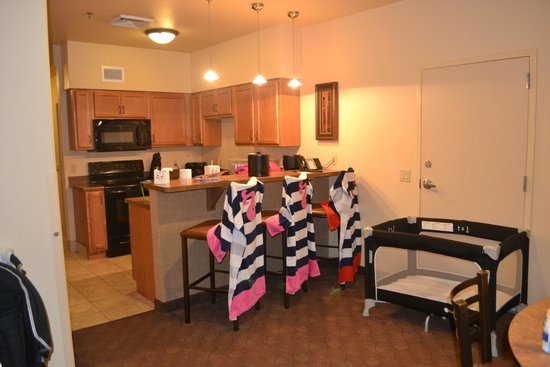 Kalahari Resorts & Conventions: Kitchen with Breakfast Bar (and play yard/crib)