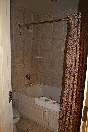 Kalahari Resorts & Conventions: Bathroom with Jetted Tub