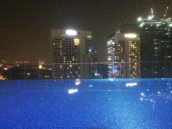 Aloft Kuala Lumpur Sentral: Swimming pool view
