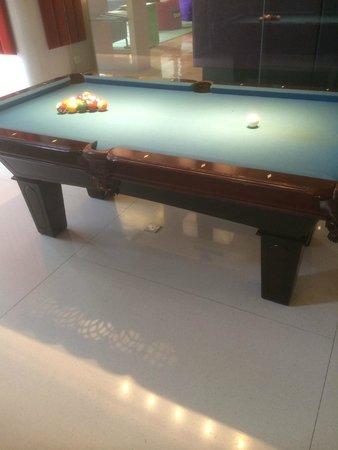 Aloft Kuala Lumpur Sentral: Pool table next to bar