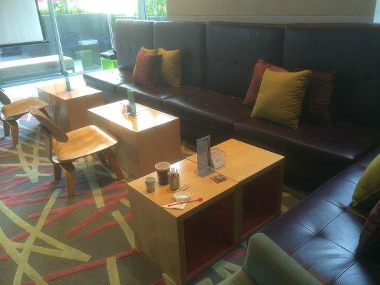 Aloft Kuala Lumpur Sentral: Bar at level 1