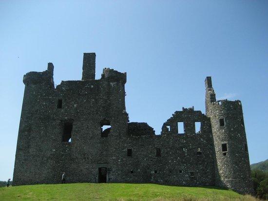 Kilchurn Castle : Delightful, safe ruins to explore.
