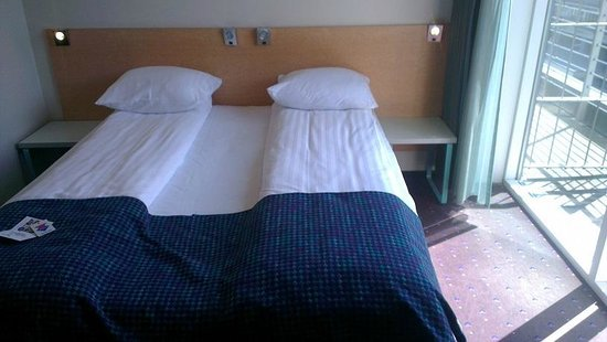 Cabinn Hotel Aarhus: The very very warm top floor room