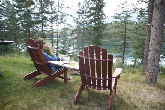 Patricia Lake Bungalows Resort: A View of the Lake