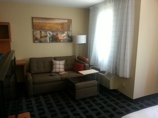 TownePlace Suites Bend Near Mt. Bachelor: Room 206 - Sleeper sofa