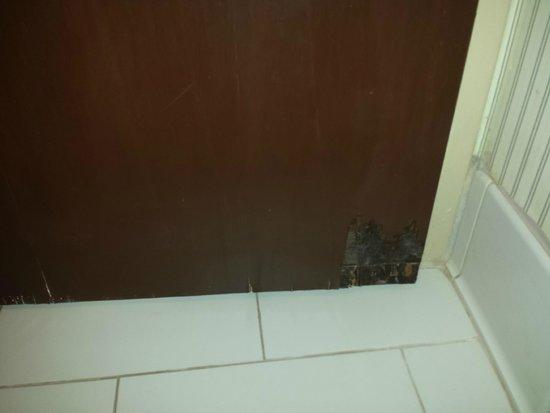 Sheraton Atlanta Perimeter North: Inside Bathroom door