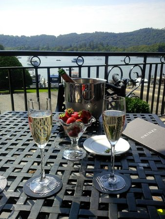 Macdonald Old England Hotel & Spa: Champagne on the terrace