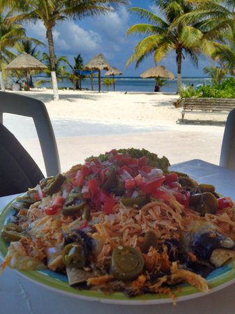 Nohoch Kay Beach Club: Huge Chicken Nachos