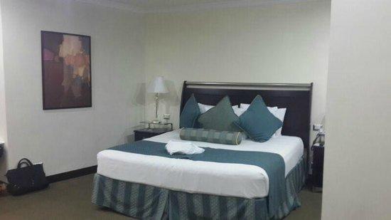 Bakhos Suites Hotel : Cama King