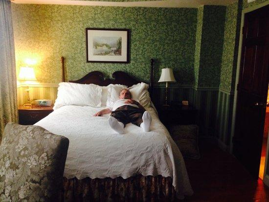Penn's View Hotel: Room 300