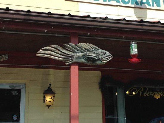 Riverstone Family Restaurant: Very fishy