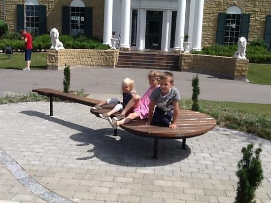 Memphis Mansion : tre glade børn