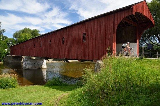 West Montrose Covered Bridge (Kissing Bridge): Beautiful covered bridge