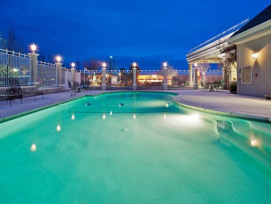 Holiday Inn Hotel and Convention Center: Pool