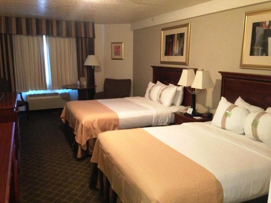 Holiday Inn Hotel and Convention Center : Queen Room