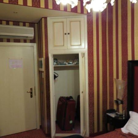 Alcyone Hotel: Closet space