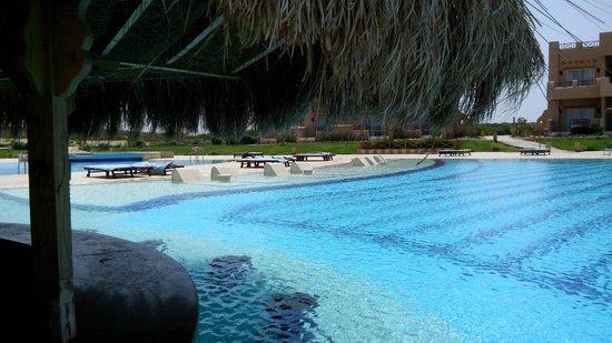 Laguna Beach Resort: piscina