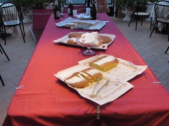 Hotel Clitunno: Torte