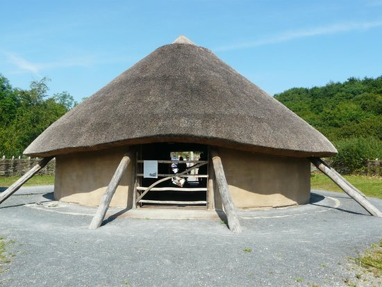Irish National Heritage Park: Hut
