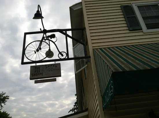 Aroma Pie Shoppe- TEMPORARILY CLOSED: Aroma pie shop bike sign