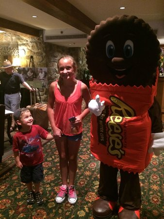 Hershey Lodge : Chocolate Characters
