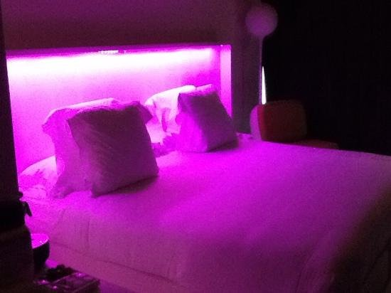 Barcelo Raval: The pink lights