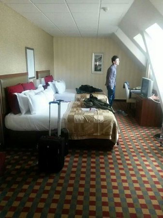 Crowne Plaza Paris Republique : Hotel room March 2014