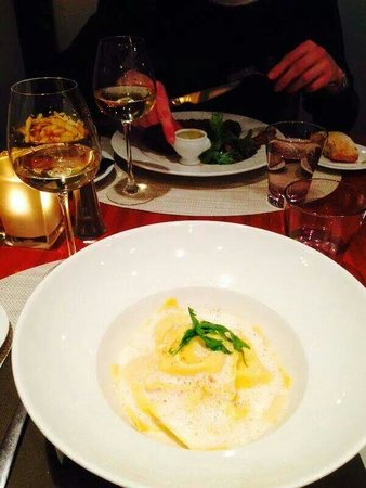 Crowne Plaza Paris Republique : Food at dinner time from the Hotel, March 2014