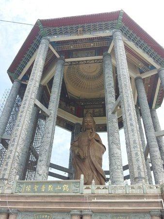 Kek-Lok-Si-Tempel: the Huge Goddess of Mercy