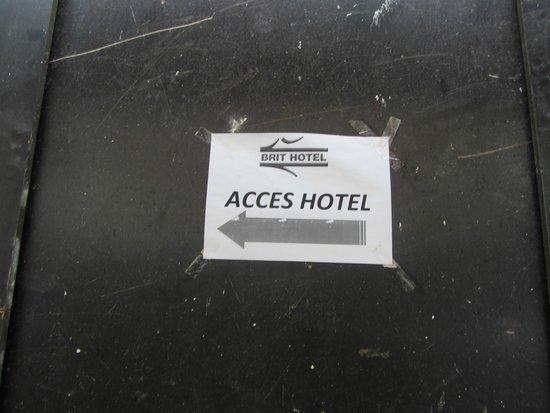 Brit Hotel Macon Centre Gare: Enseigne de l'hôtel !