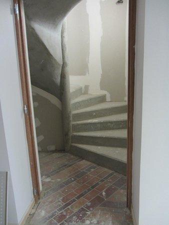 Brit Hotel Macon Centre Gare: Escalier dangereux.