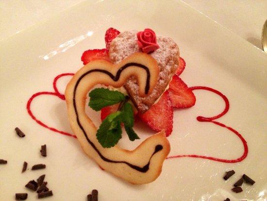 Grand Hotel Des Iles Borromees : Il dolce di San Valentino: millefoglie con crema chantilly, fragole e scaglie di cioccolato