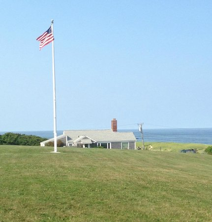 Nauset Knoll Motor Lodge: View from the lawn