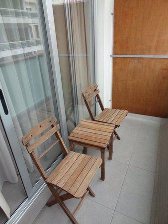 Atlantis City Hotel: Chaque chambre possède son balcon