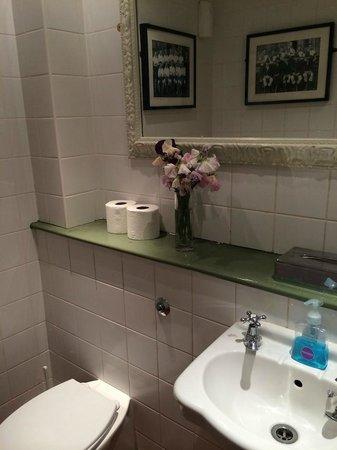 Wheelwrights Arms: ladies bathroom