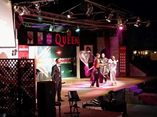 VOI Arenella resort: Spettacolo in onore a Freddie Mercury