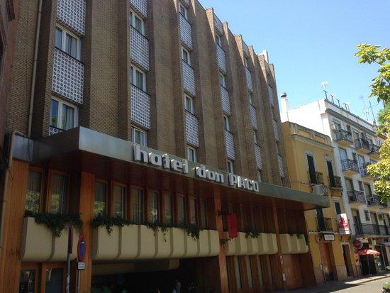 Hotel Don Paco: Voorkant van het hotel