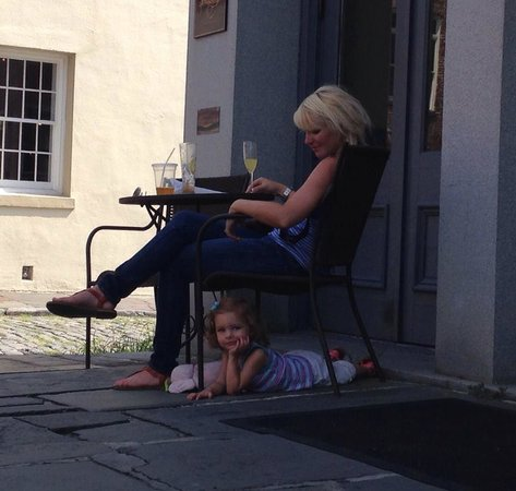 East Bay Meeting House Bar & Cafe: Our daughter has learned to rest on vacation!