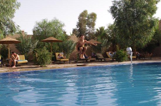 """Venturas Tours - Day Tour: La piscine de l'hotel """"oasis"""" à Merzouga"""