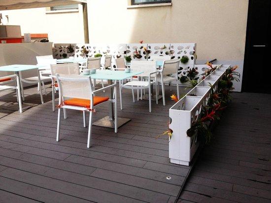Silken Concordia Hotel: Pool terrace