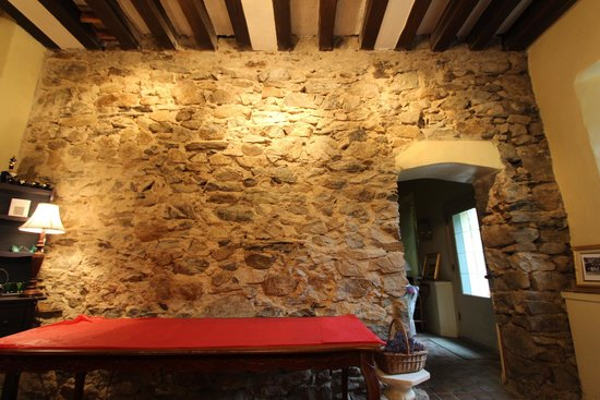 Tamaracks Country Villa : Original stone walls throughout the house.
