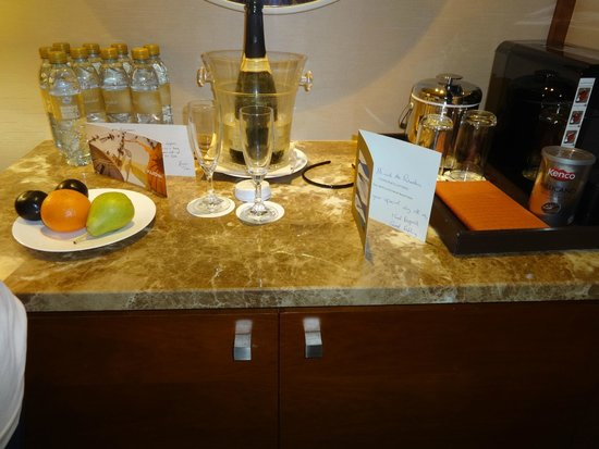Jumeirah Beach Hotel: A lovely gift from hotel