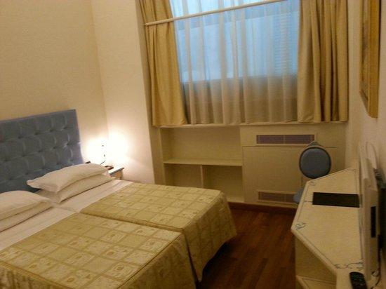 Relais Hotel Centrale Residenza D'Epoca: confortable bedroom,