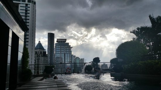 Banyan Tree Bangkok: Roof top pool view of storm cloud