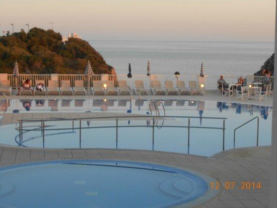 Hotel Playa Azul: Playa Azul pool at sunset